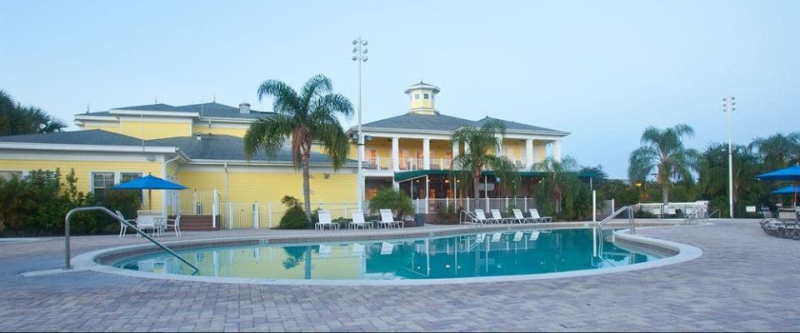 Bahama-bay-resort-clubhouse-from-pool-960